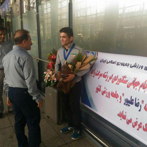 بازگشت «رضا علیپور» قهرمان سنگنوردی جام جهانی / تقدیر فدراسیون در بدو ورود
